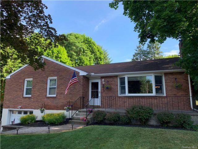 [New Windsor Real Estate, listing number 6984572]