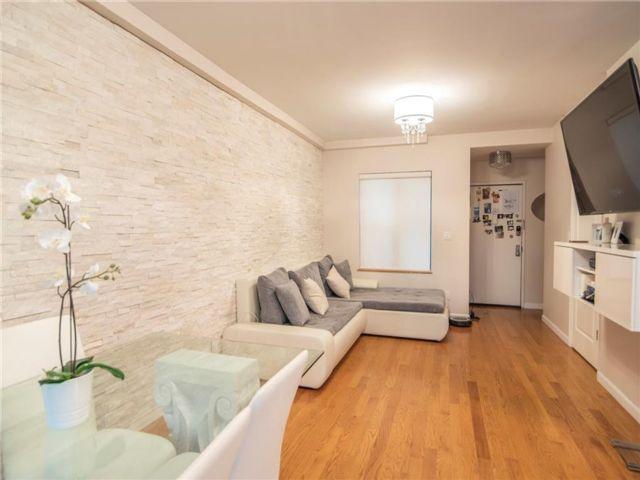 2 BR,  2.00 BTH Condominium style home in Manhattan Beach