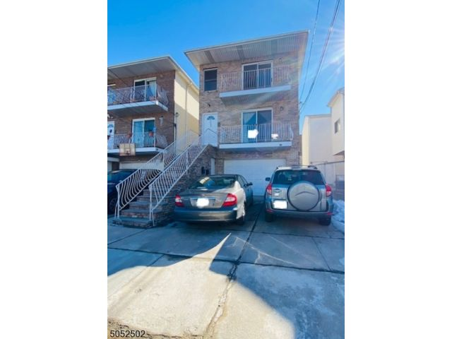 3 BR,  2.00 BTH House style home in North Bergen