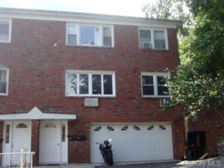 6 BR,  2.00 BTH  Foursquare style home in Yonkers