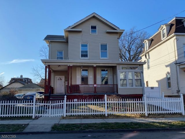 6 BR,  2.00 BTH Multi-family style home in Elizabeth
