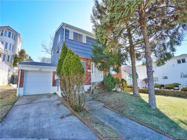 3 BR,  3.00 BTH Single family style home in Todt Hil