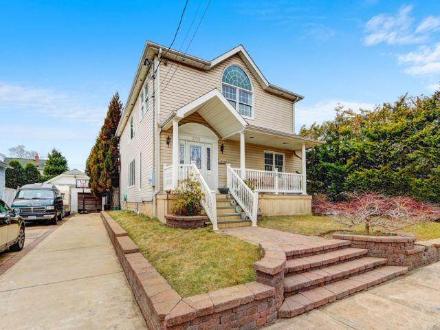 [Merrick Real Estate, listing number 6984889]