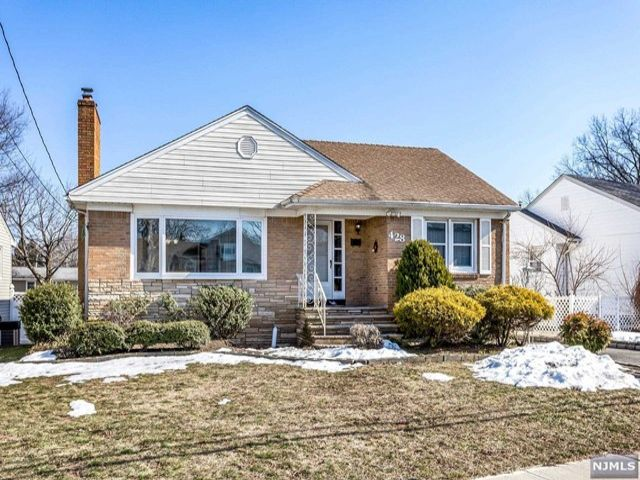 4 BR,  3.00 BTH  Ranch style home in Nutley