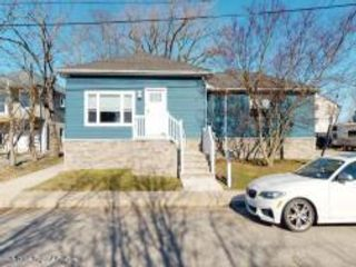 6 BR,  4.00 BTH Mother style home in Long Branch