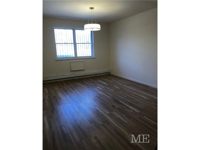 2 BR,  2.00 BTH Multi-family style home in Midwood