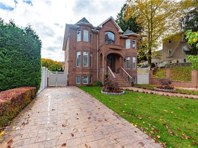 4 BR,  5.00 BTH  Single family style home in Richmondtown