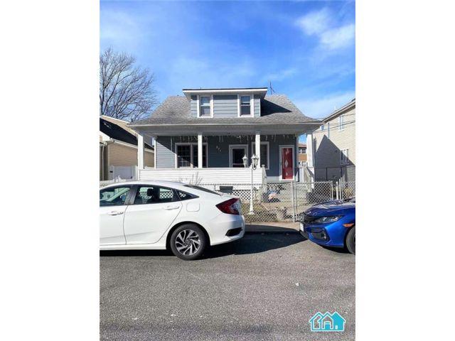 4 BR,  2.00 BTH Multi-family style home in Midland Beach