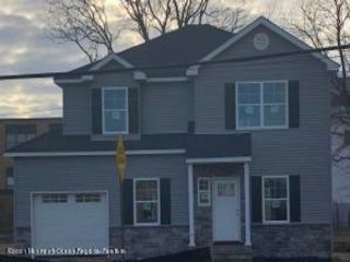 4 BR,  2.50 BTH Colonial style home in Atlantic Highlands