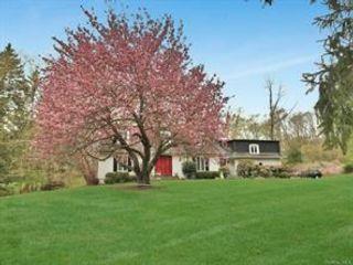 [Bedford Real Estate, listing number 6985136]