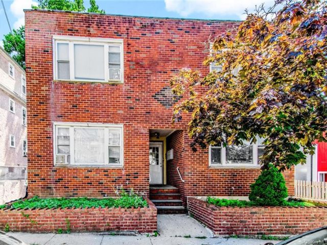 12 BR,  4.00 BTH  Colonial style home in Yonkers