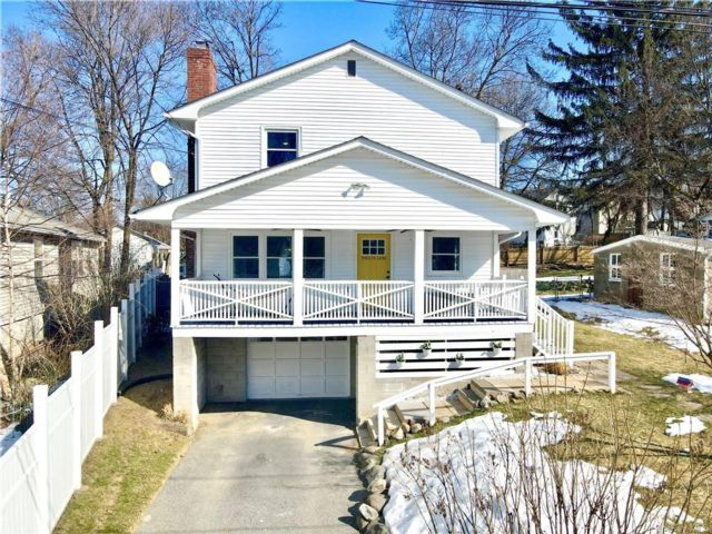 3 BR,  2.00 BTH Colonial style home in Cornwall