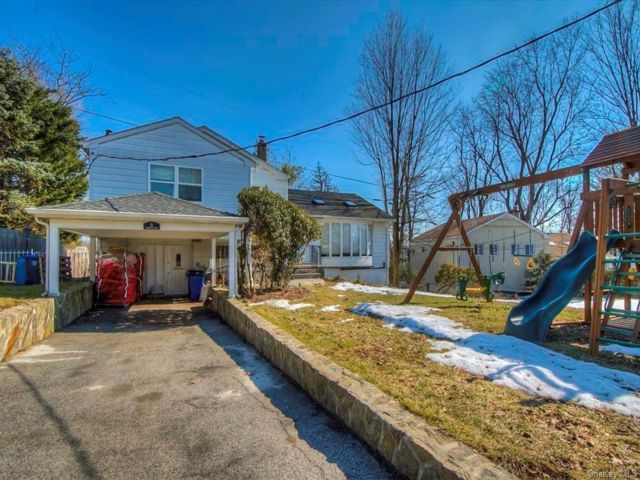 3 BR,  3.00 BTH  Split level style home in Greenburgh