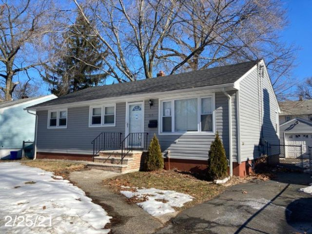 3 BR,  1.00 BTH  Ranch style home in Roselle