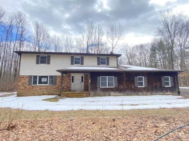 4 BR,  2.50 BTH Colonial style home in Princeton