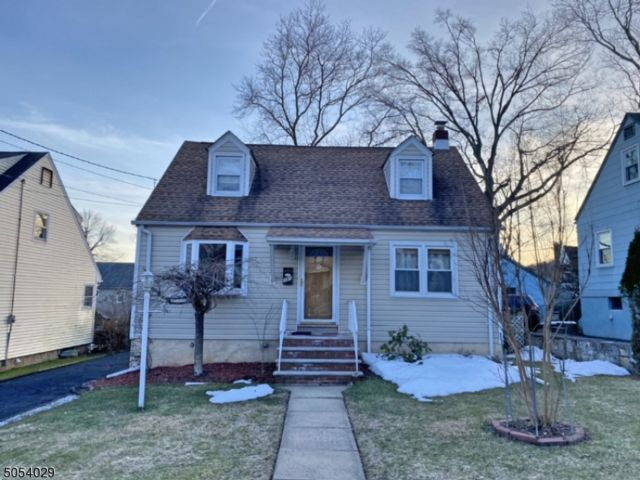 3 BR,  2.00 BTH Cape cod style home in Plainfield