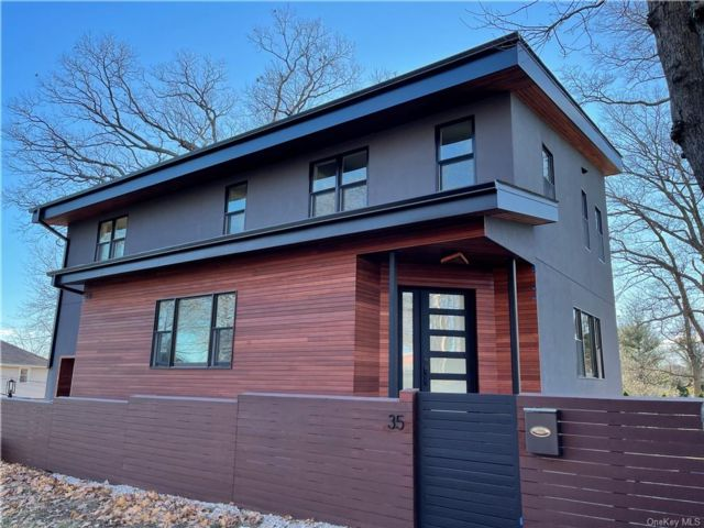 4 BR,  3.00 BTH  Contemporary style home in Yonkers