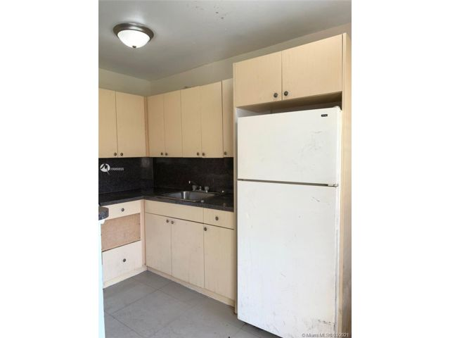 1 BR,  1.00 BTH  style home in Oakland Park