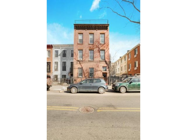 8 BR,  6.00 BTH Multi-family style home in Bedford Stuyvesant
