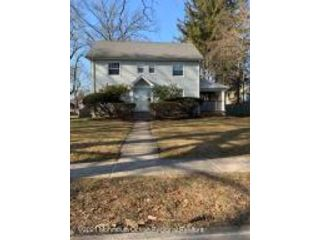 4 BR,  2.50 BTH Colonial style home in Plainfield