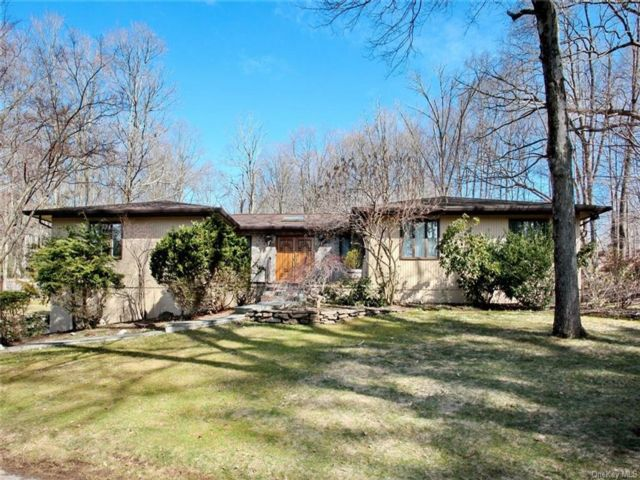 5 BR,  4.00 BTH  Ranch style home in Clarkstown