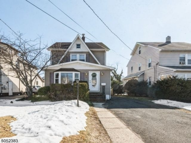 3 BR,  2.00 BTH Colonial style home in Belleville