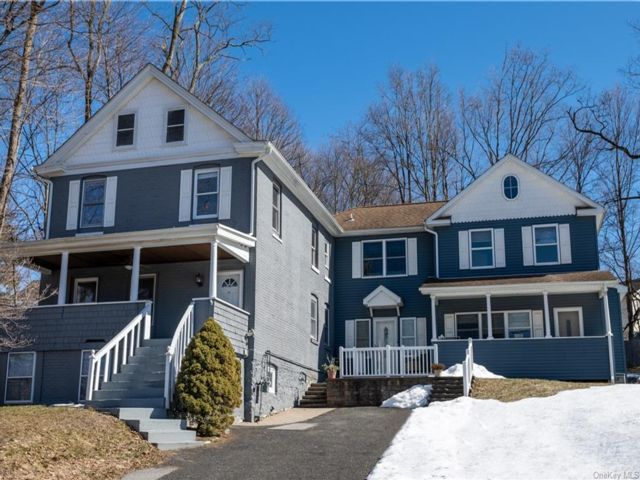 5 BR,  3.00 BTH Colonial style home in Cornwall