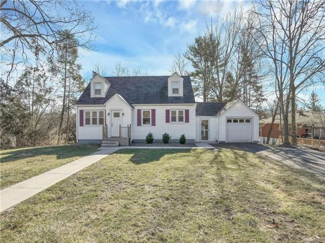 3 BR,  1.00 BTH Cape style home in New Windsor
