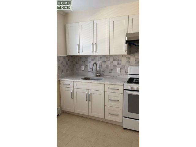 1 BR,  2.00 BTH  Rental style home in Dyker Heights