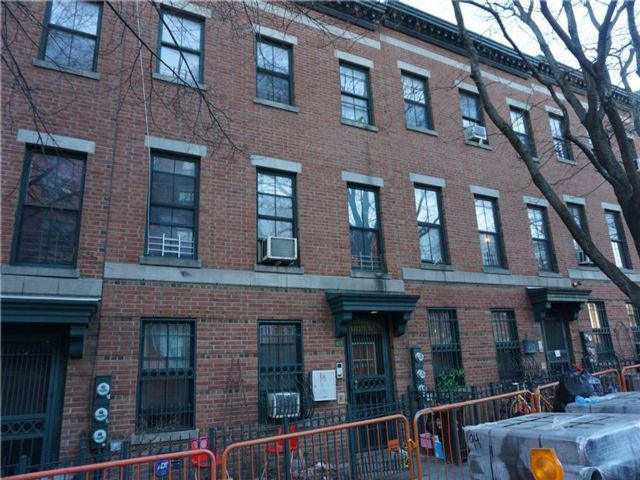6 BR,  3.00 BTH  Multi-family style home in Fort Greene