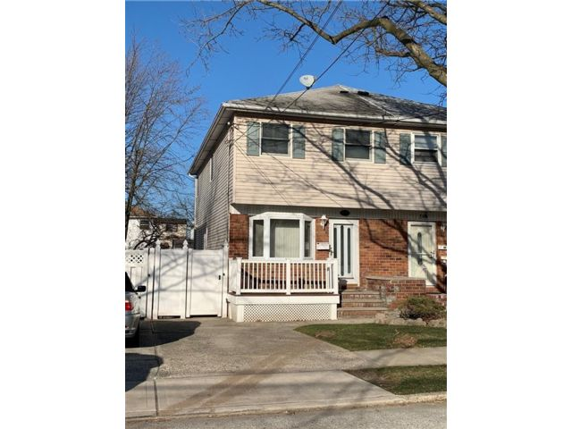 3 BR,  1.50 BTH Single family style home in Oakwood