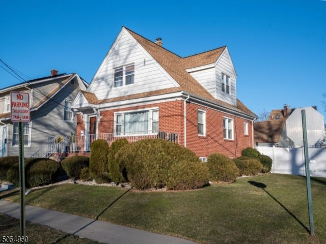 4 BR,  2.00 BTH  Cape cod style home in Roselle