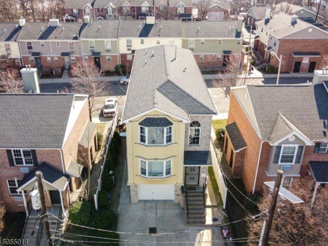 6 BR,  4.50 BTH Multi-family style home in Newark
