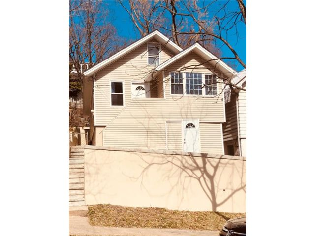 3 BR,  2.00 BTH Single family style home in Grymes Hill