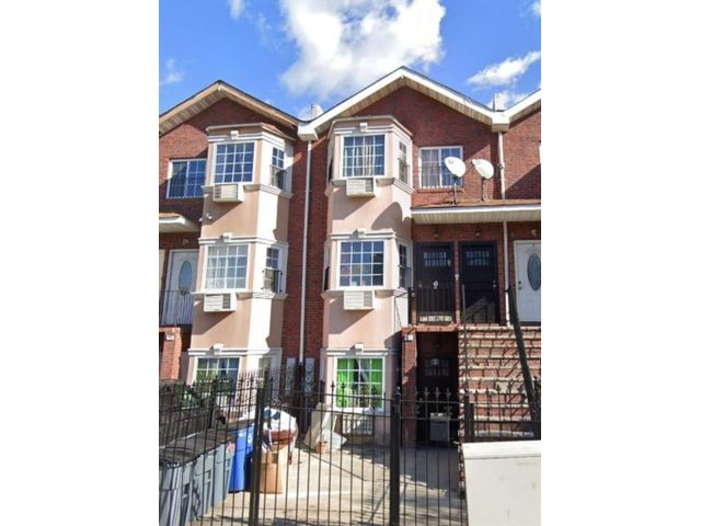 9 BR,  4.00 BTH Multi-family style home in Brownsville
