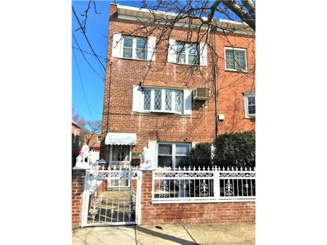 4 BR,  2.00 BTH Other style home in Parkchester