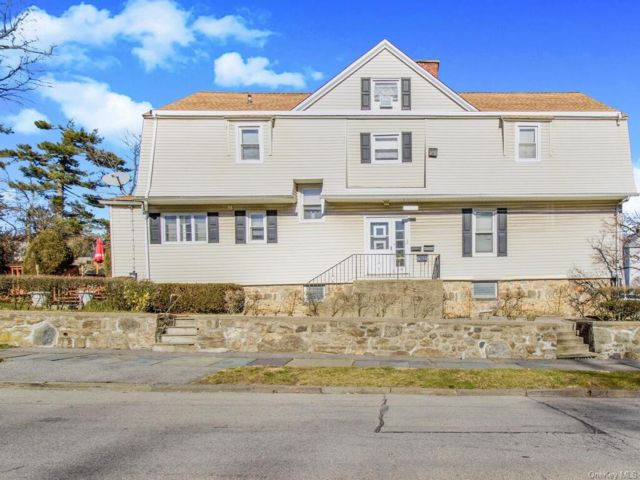 8 BR,  4.00 BTH  Other style home in New Rochelle