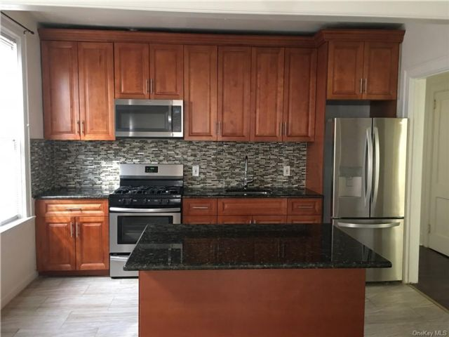 3 BR,  1.00 BTH Apartment style home in Parkchester