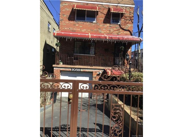 3 BR,  1.00 BTH Multi family style home in Wakefield