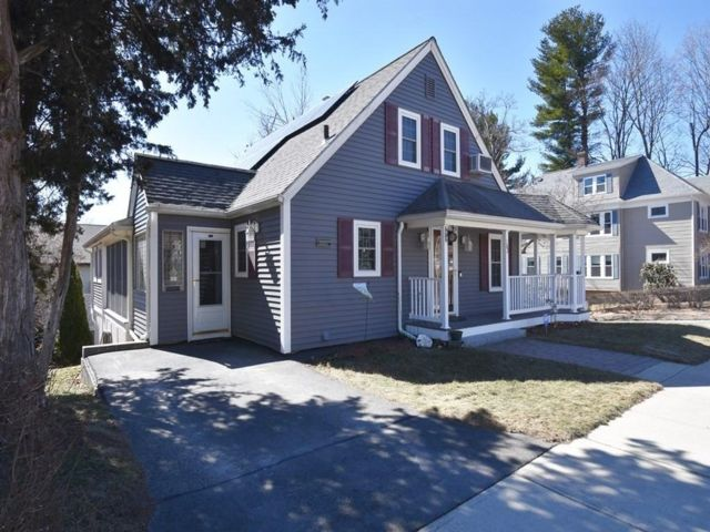 3 BR,  1.50 BTH Cape style home in Worcester