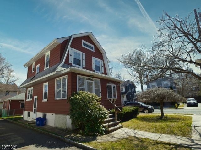 4 BR,  1.50 BTH Colonial style home in Bloomfield