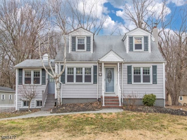 3 BR,  2.00 BTH  Cape cod style home in Fairfield