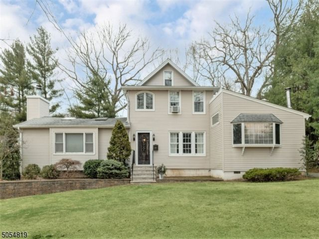 3 BR,  1.50 BTH Colonial style home in Livingston