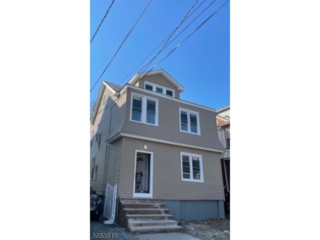 5 BR,  2.00 BTH  Multi-family style home in Newark
