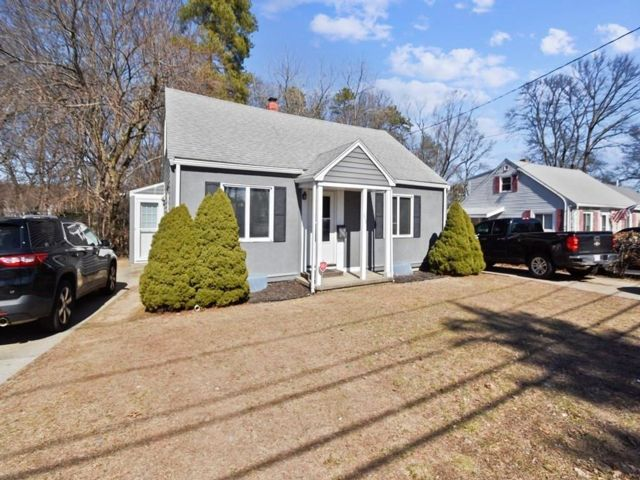 3 BR,  2.00 BTH  Cape style home in Woburn