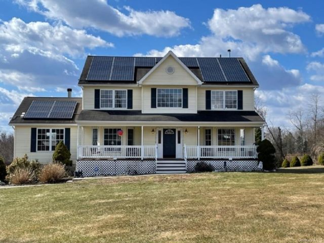4 BR,  3.00 BTH  Colonial style home in Crawford