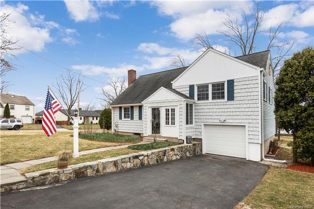 3 BR,  2.00 BTH  Split level style home in Rye