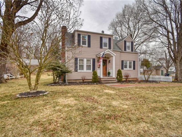 4 BR,  2.00 BTH Colonial style home in Warwick