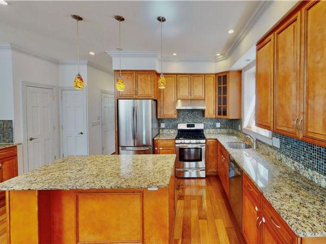 4 BR,  3.00 BTH Multi-family style home in Bay Ridge