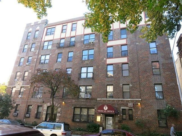 1 BR,  2.00 BTH Condominium style home in Crown Heights